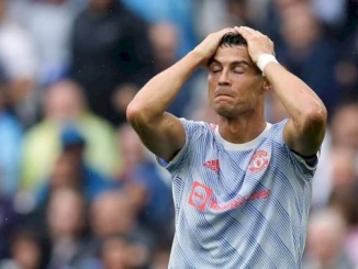 Ronaldo blamed for Fernandes' penalty miss in United 1-0 defeat to Aston Villa